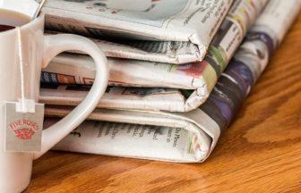 新聞 遊び